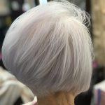 カラーをやめました・・・くせ毛の白髪は短いほうがいい。