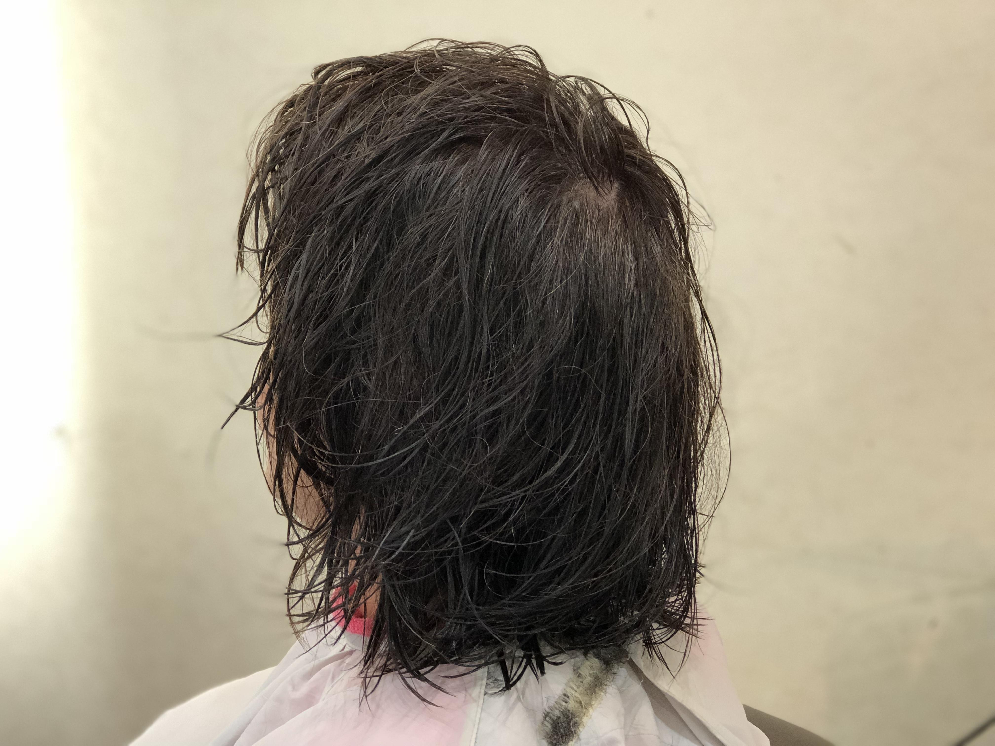 つむじや、髪のはえぐせでパカッと割れる。どうする・・ カットでの割れの解消法。
