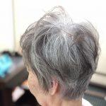 白髪を染めないボブとカラーをやめたボブ。(白髪を抜くと生えてこなくなる)