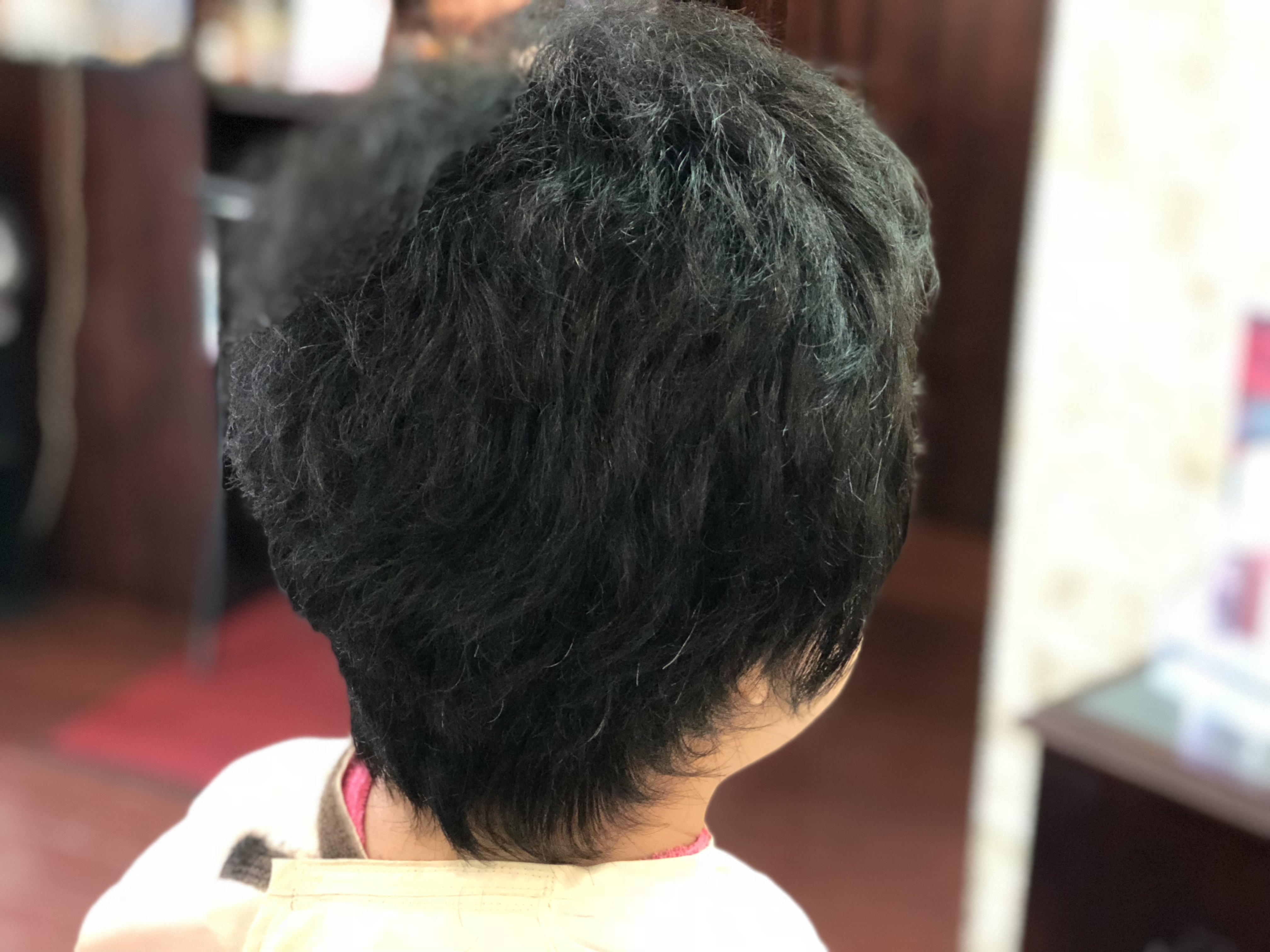 ほんまかいな~と思ってる?あなた!「悩んでるくせ毛」がカットで変わるよ。