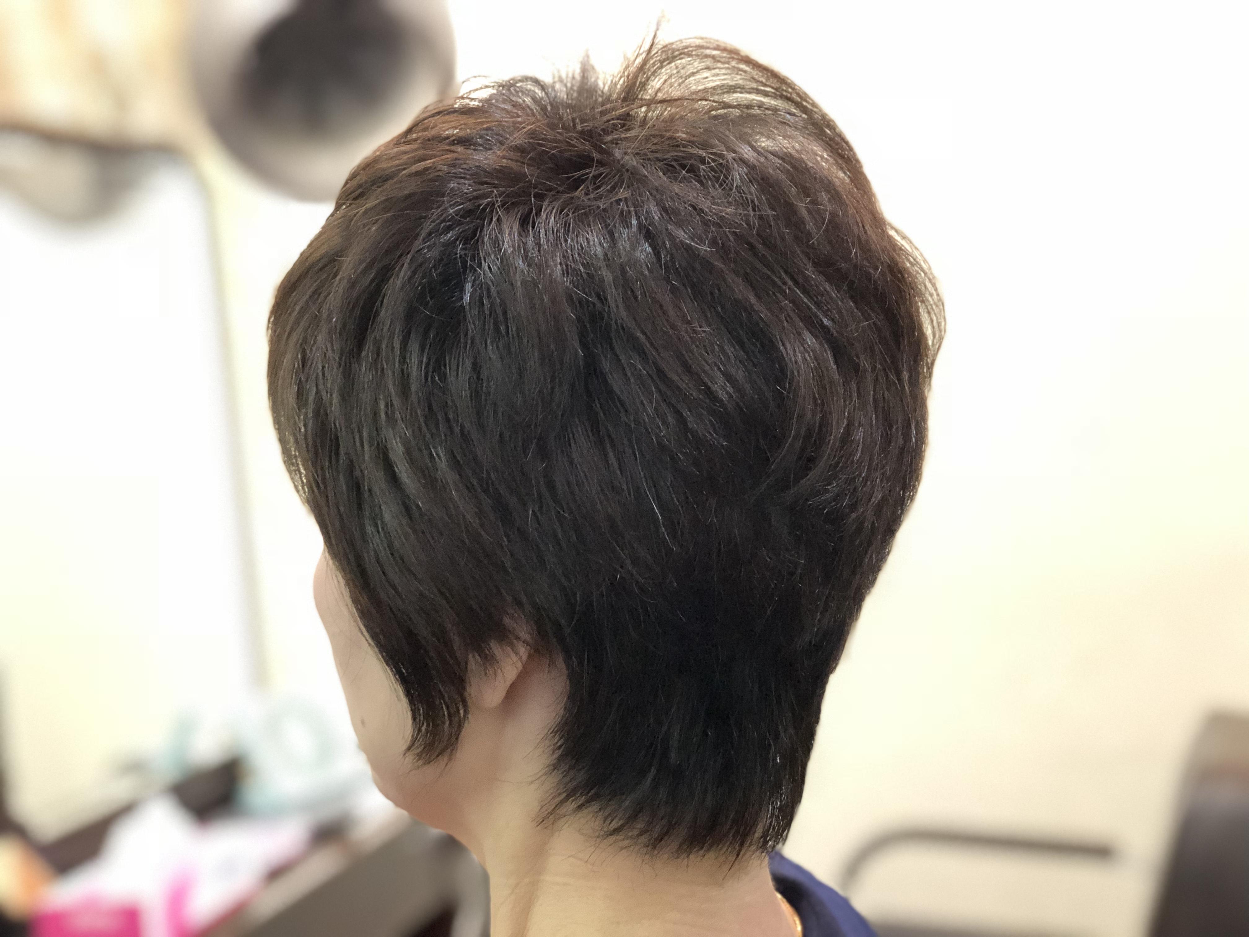 50代くせ毛、ブローのいらない特化したカットでキレイを維持!