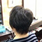 くせ毛をキュビズムカットをされているお客さまのビフォーアフター。