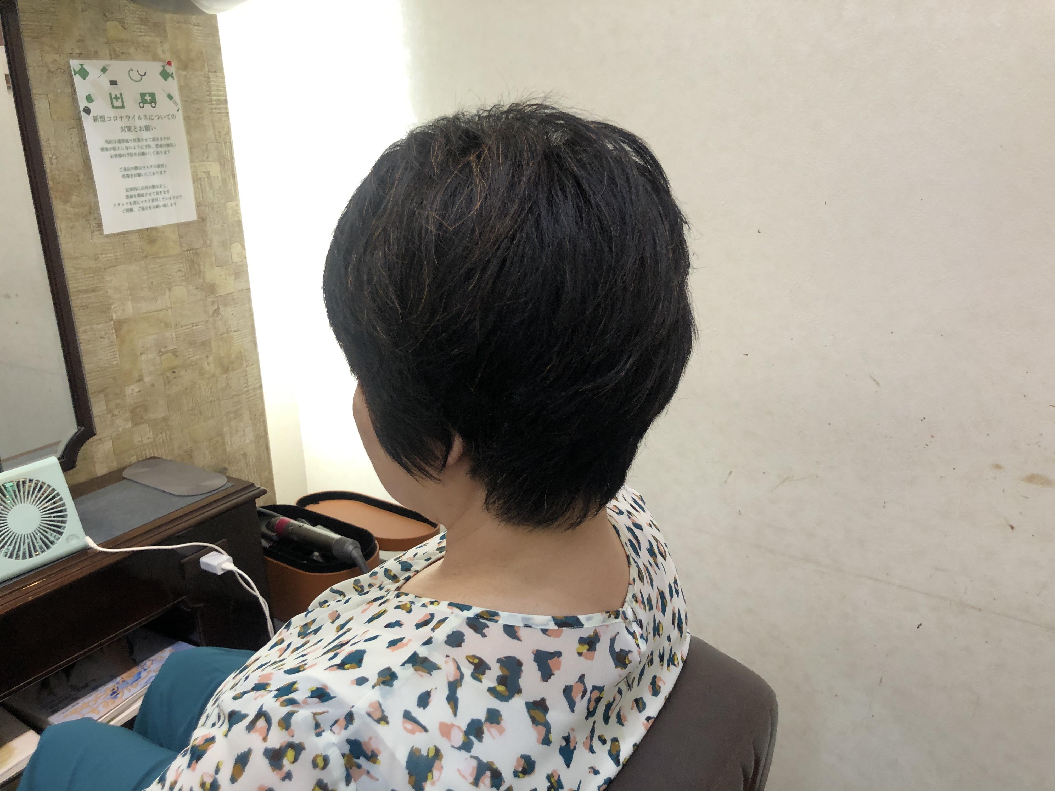 くせ毛もカットのしかたでスタイルが長持ちする。